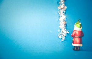 Weihnachtsmann vor Blau